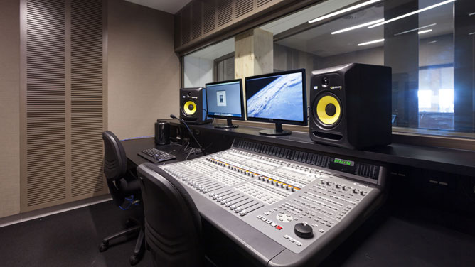 Fantastic Editing Suite And Recording Studio At Library At The Dock City Largest Home Design Picture Inspirations Pitcheantrous