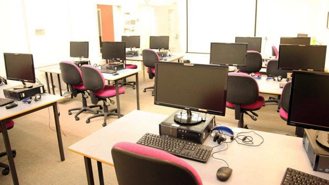 Computer lab for hire at Multicultural Hub City of Melbourne