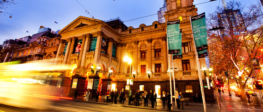 Melbourne Town Hall evening scene